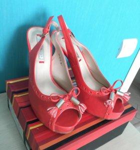 Туфли открытые женские торговой марки Inario
