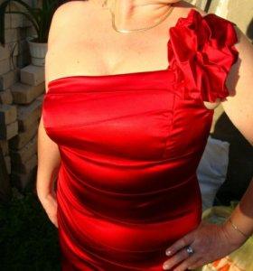 Торг.Красное атласное платье