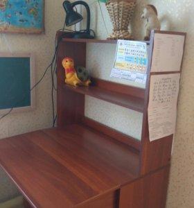 Стол письменный детский