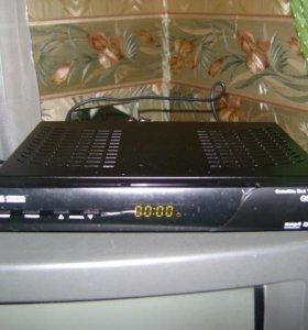"Приемник ""Триколор ТВ"" GS 8300 M и тарелка"