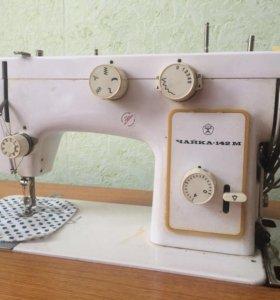 Машинка швейная с тумбой