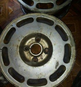 Продам 4 литых дисков для Audi 100 44 кузов оригин