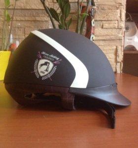 Детский шлем для конного спорта.