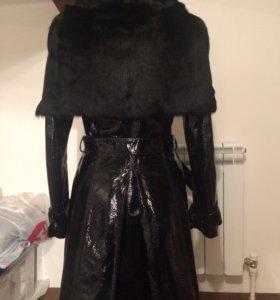 Кожаное пальто с меховой накидкой 44р. Утепленное!