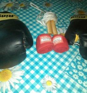 Перчатки для бокса+бинты+скакалки