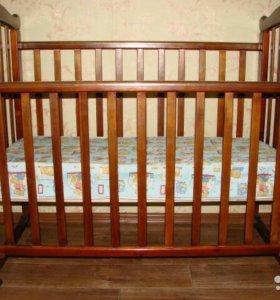 Кровать - качалка в комплекте с матрасом.