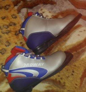 Ботинки лыжные 34 размера