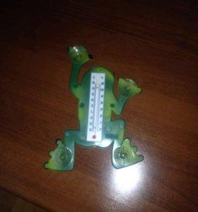 Уличный градусник в виде лягушки
