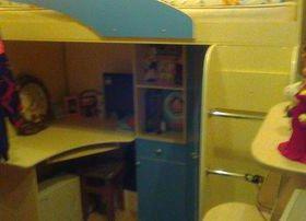 Кровать двухъярусная с рабочей зоной и шкафом для