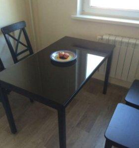Стол обеденный со стеклом на столешнице
