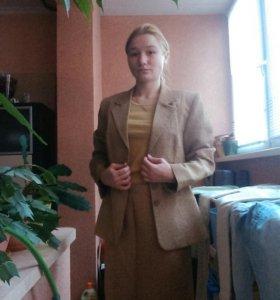 Женский костюм M