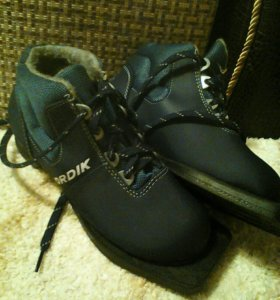 Лыжи, палки, ботинки33р-ра