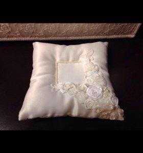 Свадебная подушечка, подвязка