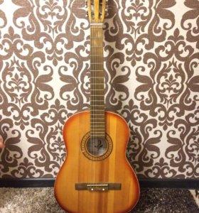 Гитара акустическая шестиструнная