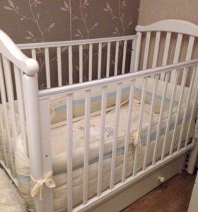 Детская кроватка-маятник+матрас+пеленальный комод