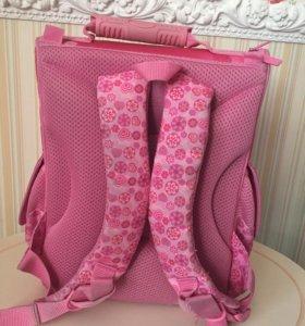 Рюкзак для девочки ,в отличном состоянии!