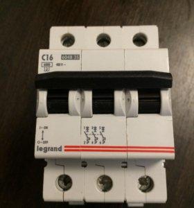 Автоматический выключатель Legrand 16A трёхфазный