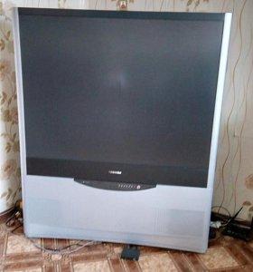 Телевизор в отличном состояние проекционный TOSHIB