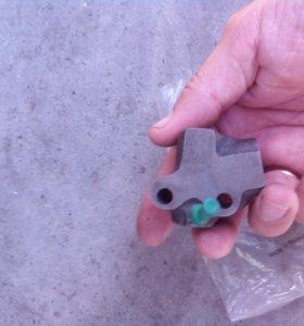 Натяжитель цепи привода ГРМ  Nissan ka24de