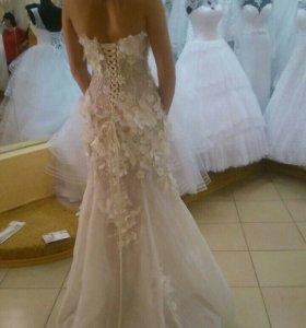 Платье на торжество (выпускной  или свадьба).