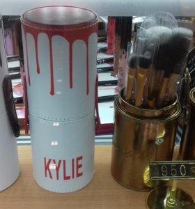 Кисти Mac и Kylie