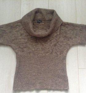 Вязаный свитер с широкой горловиной