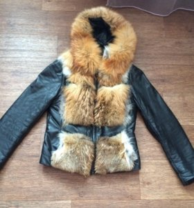 Кожаная куртка с мехом лисы.