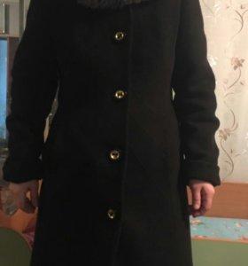 Пальто шерсть с нат.мехом 44 р.