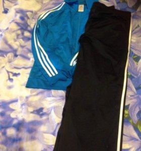 Спортивный костюм Adidas размер S.