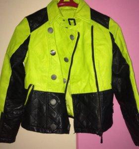 Женская кожаная куртка для девочки