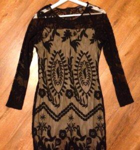 Платье из кружева.