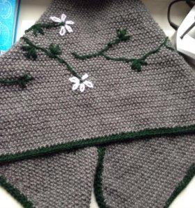 Вязаная накидка с вышивкой