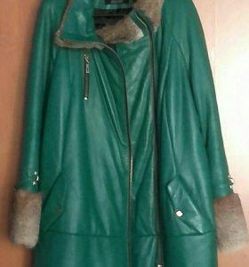 Утепленное пальто из натуральной кожи