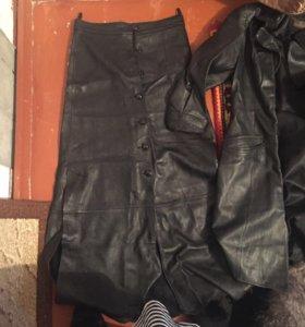 Две кожаные юбки пиджак кожаный все три вещи