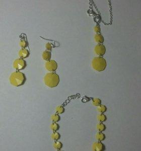 Набор из ожерелья, браслета, сережек