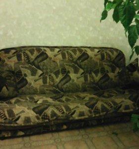 Диван и 2 кресла. В хорошем состоянии.