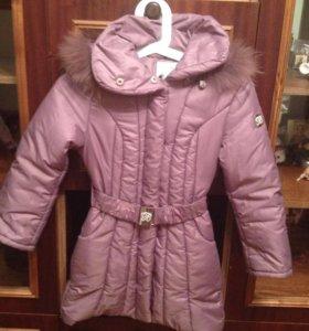 Пальто для девочки 6-7 лет.