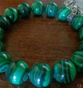 Красивый браслет из натурального малахита