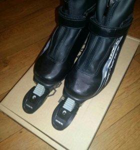 Лыжне ботинки с креплением