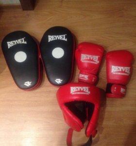 Набор для боксёров лапы , перчатки , шлем .