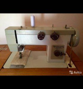 Швейная машинка. Чайка 143