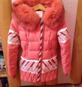 Зимний пуховик с натуральным мехом и утеплителем