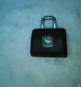 Петля-фиксатор замка багажника рено