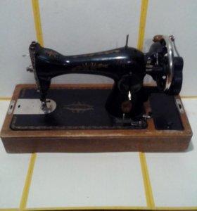 Машина швейная ручная