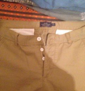 Две пары джинс