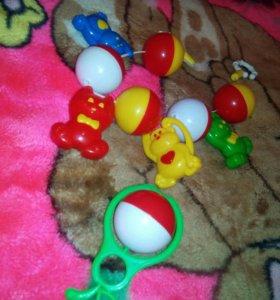 Игрушки на кроватку