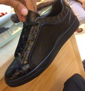 Кроссовки из натуральной кожи, Гонконг