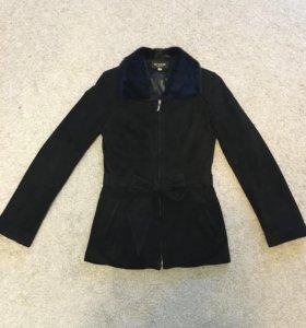 Замшевая куртка с воротником из норки