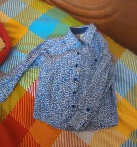 Продаётся рубашка на мальчика рост 98 в отличном с