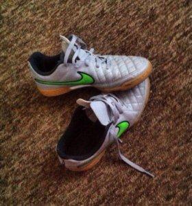 Кроссовки футбольные Nike